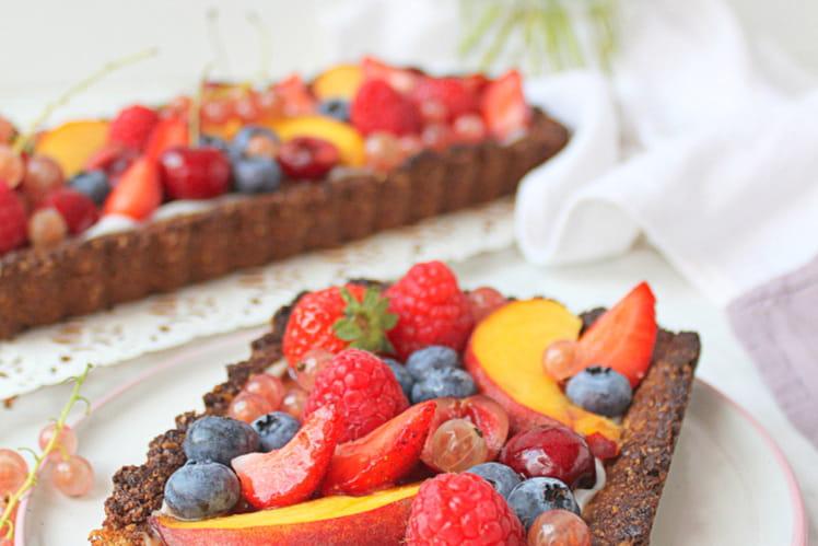 Tarte aux fruits d'été, flocons d'avoine et yaourt coco (vegan)