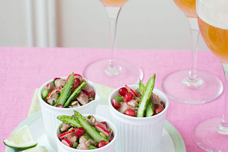 Tartare de veau au citron vert, asperges vertes, radis roses, graines de fenouil et graines de grenade