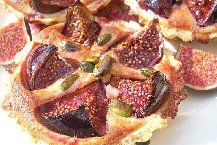 Tartelettes aux figues, gelée de groseilles et pistaches