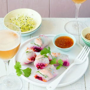 rouleaux de printemps aux crevettes, betterave et carottes mentholées
