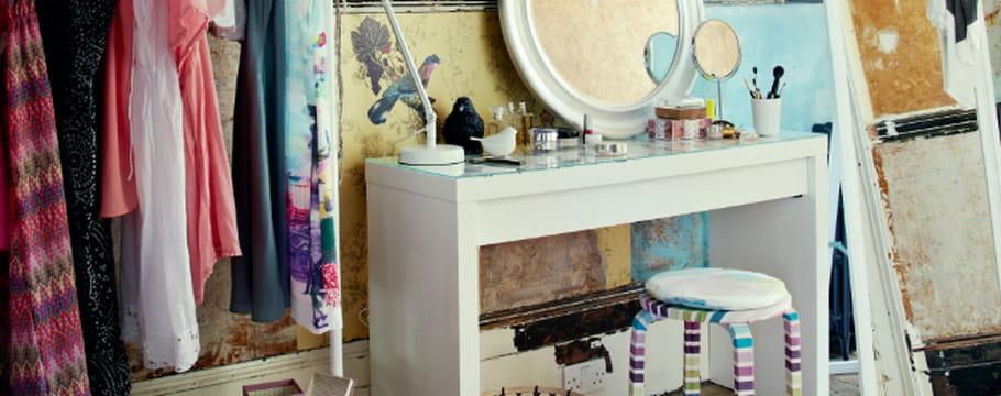 cr er un petit coin coiffeuse dans sa chambre. Black Bedroom Furniture Sets. Home Design Ideas