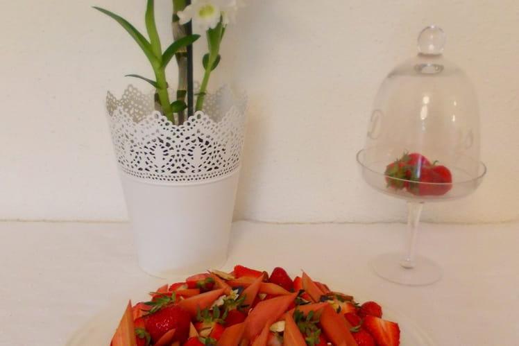 Tarte aux fraises, rhubarbe et amande