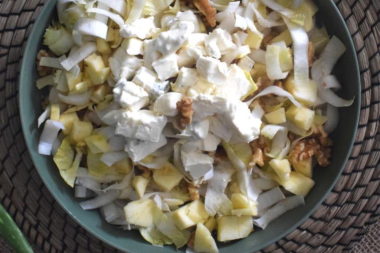 Salade d'endives pommes noix et mughetto