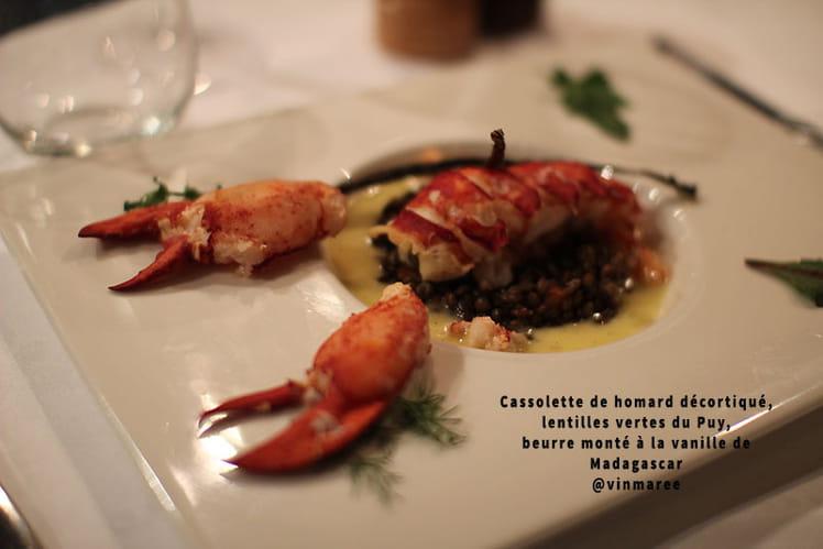 Cassolette de homard décortiqué, lentilles vertes du Puy, beurre monté à la vanille de Madagascar