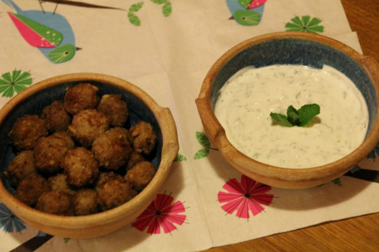 Mini-boulettes aux pignons et sauce à la menthe