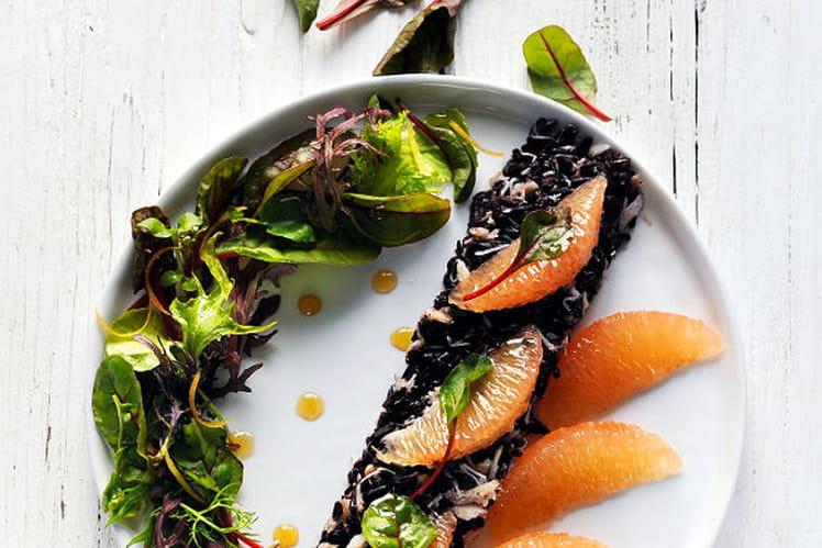 Salade de crabe et riz noir au pamplemousse