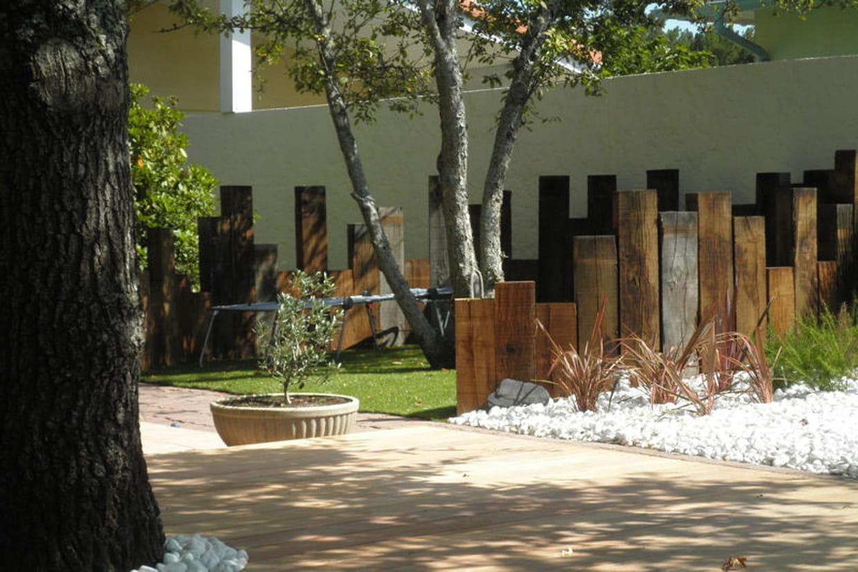 Gazon synth tique pour le tour de piscine - Deco jardin chaussee de waterloo tours ...