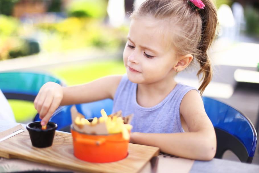 Les publicités alimentaires à destination des enfants bientôt interdites?