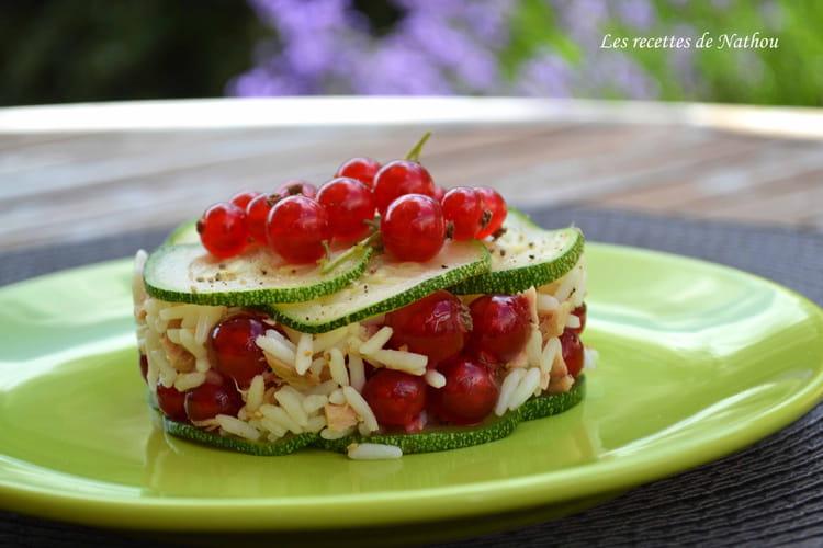 Salade de riz au thon, courgette et groseilles rouges