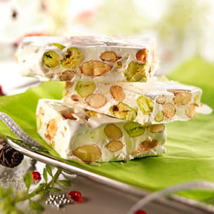 nougat blanc au miel d'acacia, amandes et pistaches