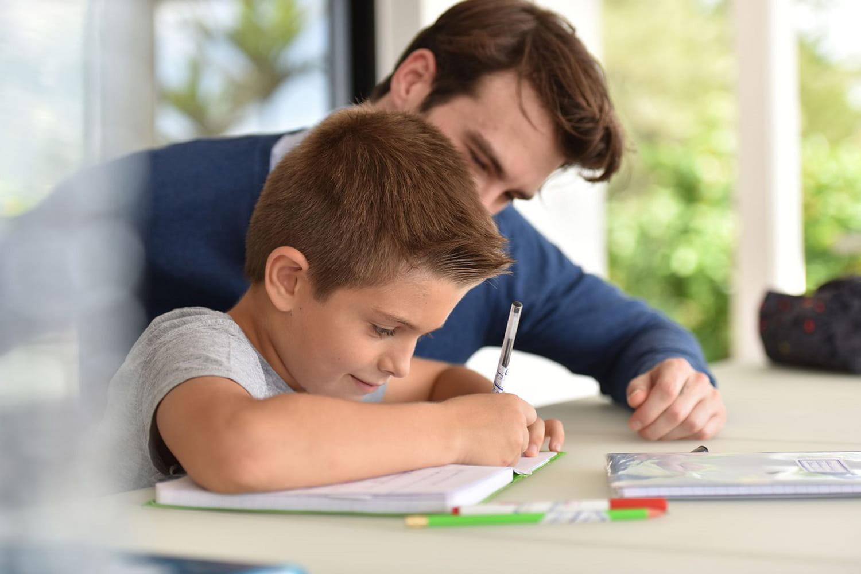 Les devoirs à la maison, un moment de stress pour un parent sur deux