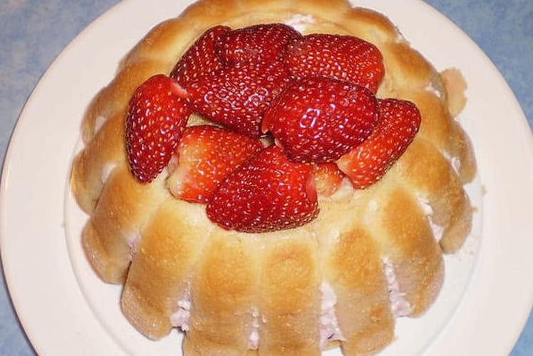 Charlotte aux fraises facile