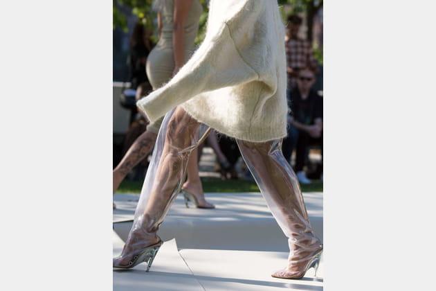Les cuissardes transparentes du défilé Yeezy
