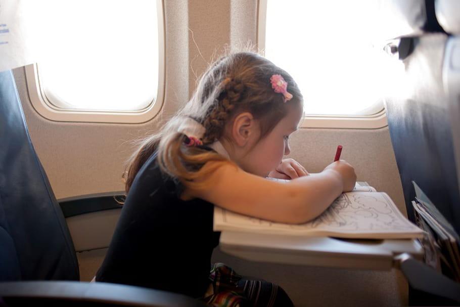 Faire voyager votre enfant seul en avion ou en train : toutes les infos !