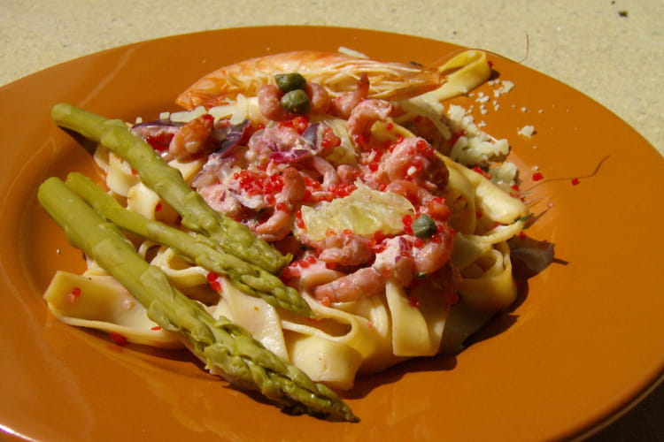 Tagliatelles aux crevettes, œufs de lompe et asperges
