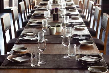 Des tables conviviales