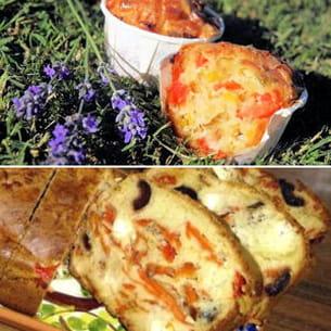 muffins aux légumes d'été et cake aux poivrons, à la feta et aux olives noires