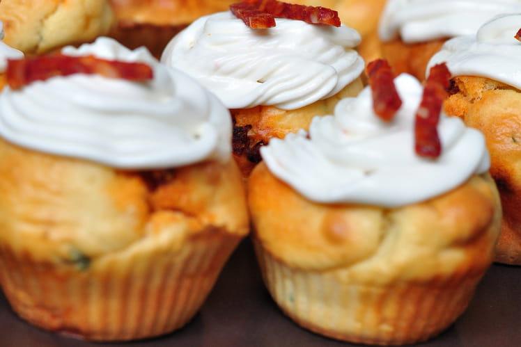 Cupcakes au chèvre, chorizo et basilic