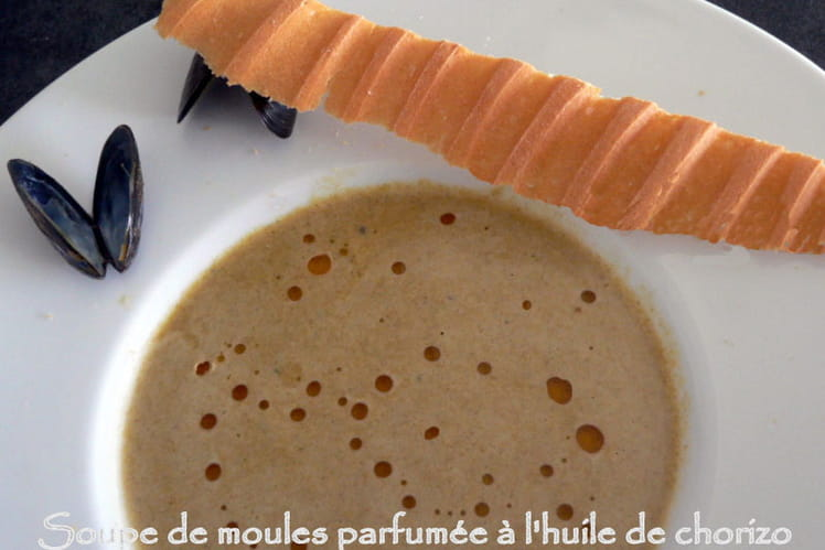 Soupe de moules parfumée à l'huile de chorizo