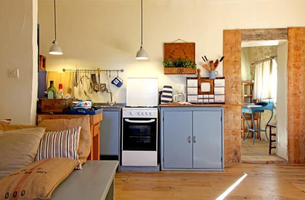 une cuisine bleue grise. Black Bedroom Furniture Sets. Home Design Ideas