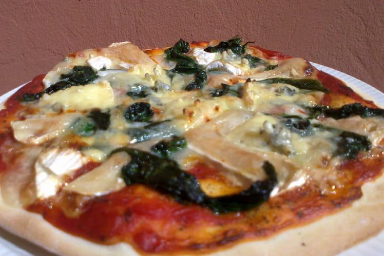 Pizza aux épinards et fromage