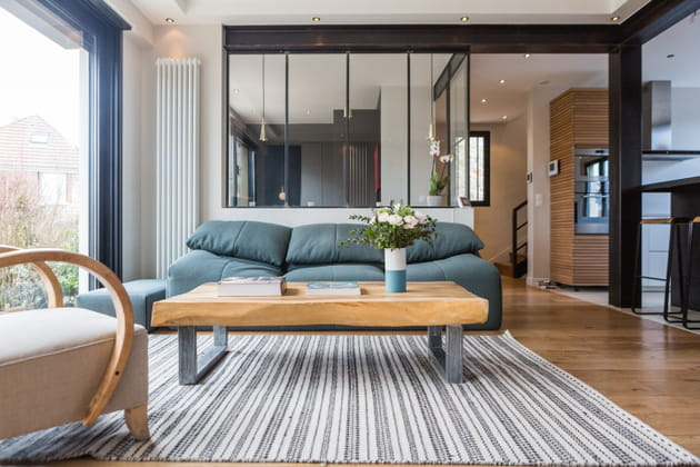 Salon bleu clair et bois