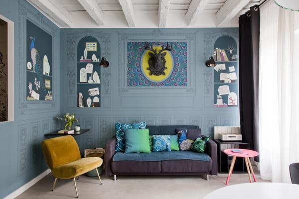 table-basse-rose-salon-bleu