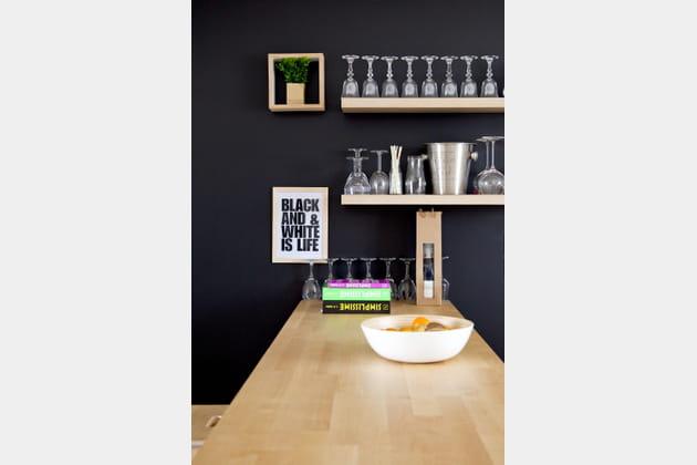 Un coup de peinture noire en cuisine