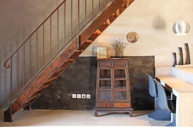 Un meuble sous l'escalier