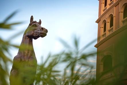 Statue équestre au Qatar