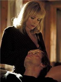 karin viard joue la femme de mathieu amalric, dans l'amour est un crime parfait,
