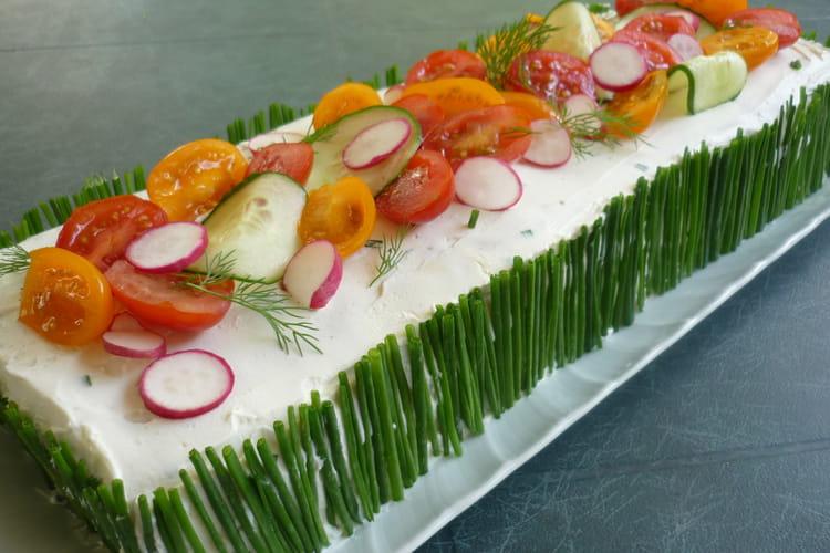 Cake façon sandwich au concombre, saumon et radis