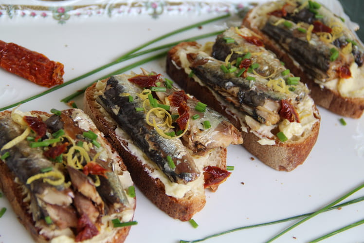 recette de tartines de sardines au beurre citron la recette facile. Black Bedroom Furniture Sets. Home Design Ideas
