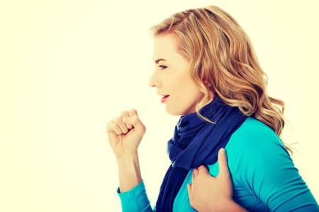la toux estutile pour dégager les bronches et améliorer la respiration.