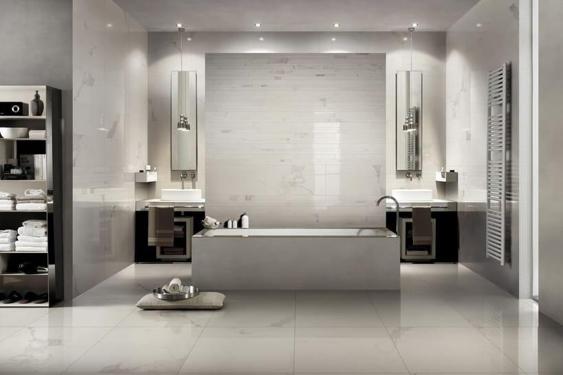 Ma salle de bainsavec du marbre du sol au plafond
