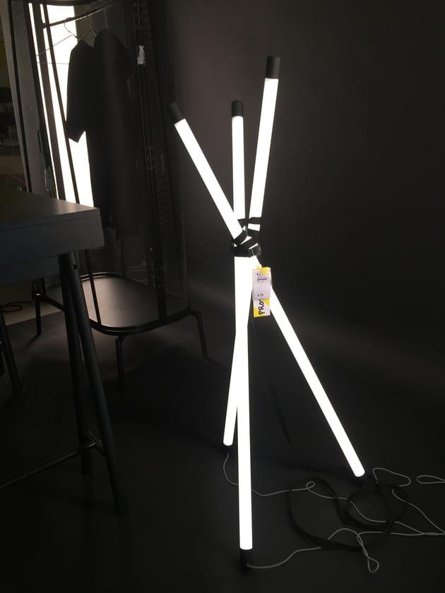 Lampe néon Spänst par Chris Stamp