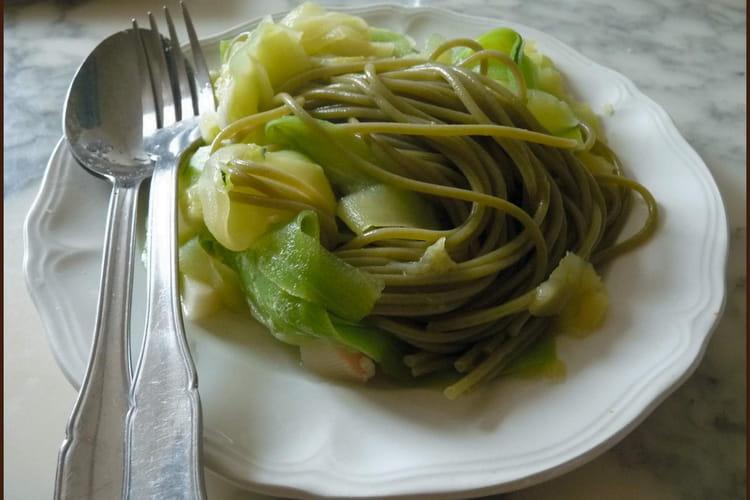 Spaghettis verts et courgette en spaghettis