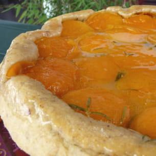 tatin d'abricots à la noisette et au romarin