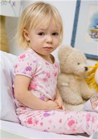 les douleurs abdominales sont fréquentes chez l'enfant constipé.