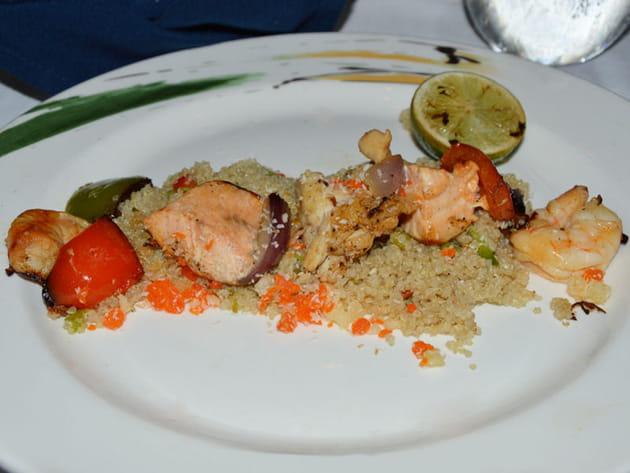 Brochette de la mer sur lit de quinoa