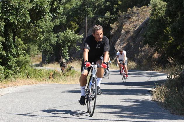 Nicolas Sarkozy en vélo, autour du fort de Brégançon (2012)