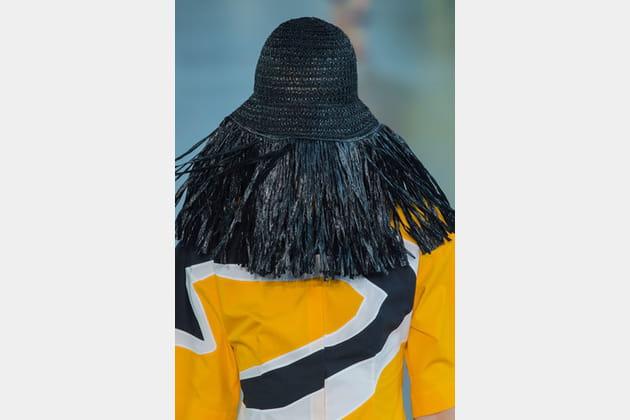Le chapeau à franges du défilé Emilio Pucci