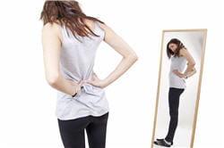 la jeune femme anorexique ne voit pas son corps tel qu'il est vraiment.