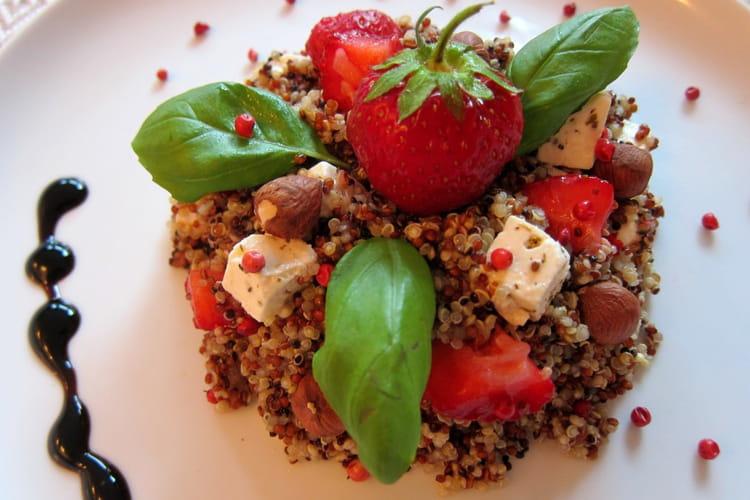 Salade de quinoa aux fraises et à la feta