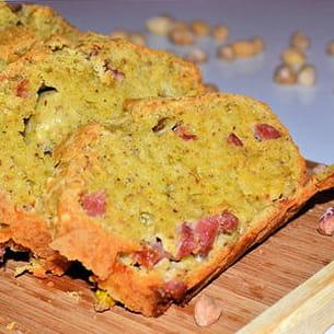 cake à la pistache, lardon et vin blanc