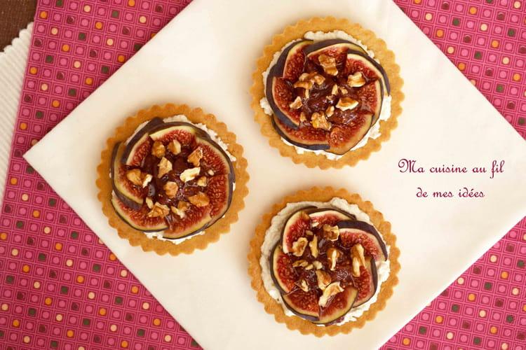Tartelettes sablées bio aux figues, ricotta, miel et noix