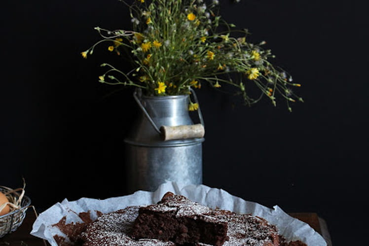 Fondant au chocolat, pomme de terre et compote de pommes-poires