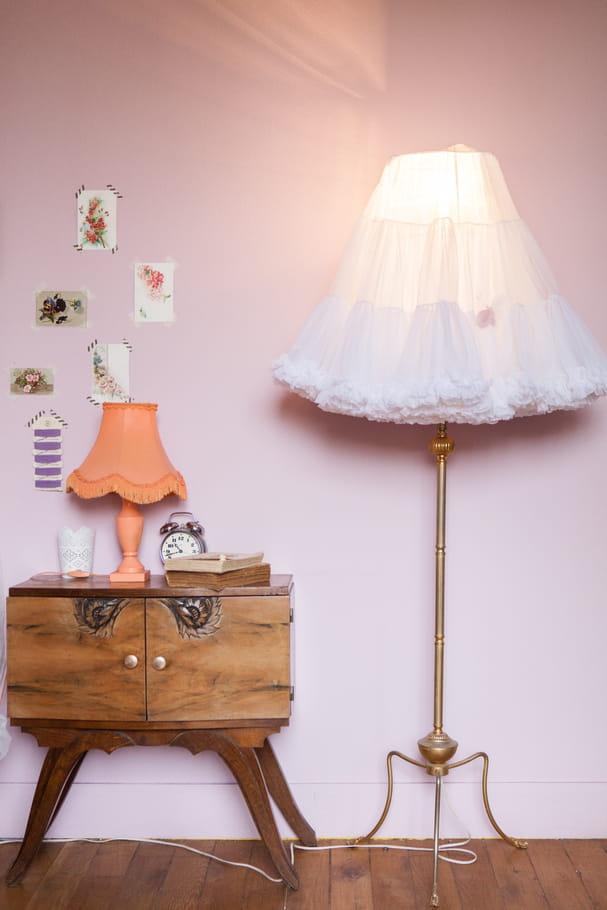 un lampadaire original et f minin relooker sa chambre avec moins de 50 euros journal des femmes. Black Bedroom Furniture Sets. Home Design Ideas