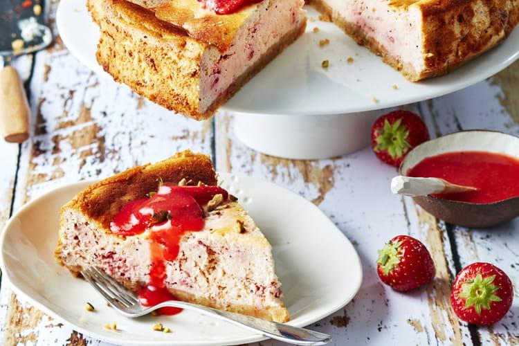 Cheesecake aux fraises rondes, pistaches et graines de pavot