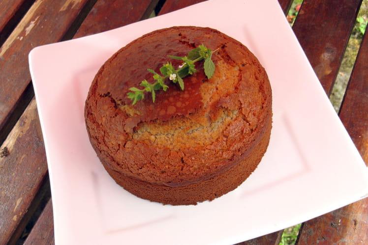 Gâteau au yaourt revisité au kéfir et à la mélisse